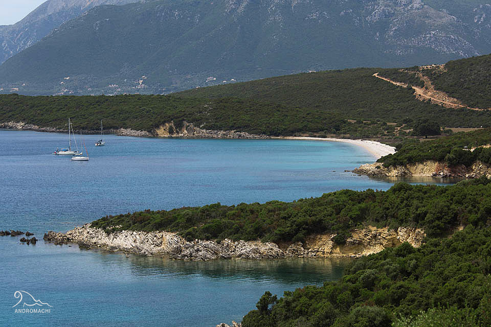 Palairos has an island-like atmosphere | Stunning road trip from Lefkada